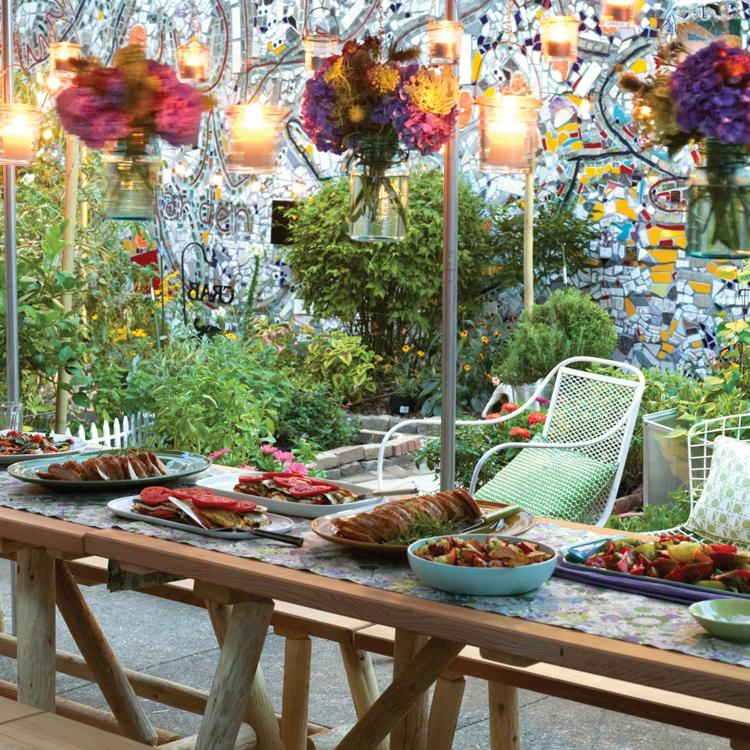 Grillparty organisieren Tisch Beleuchtung herrlicher Look