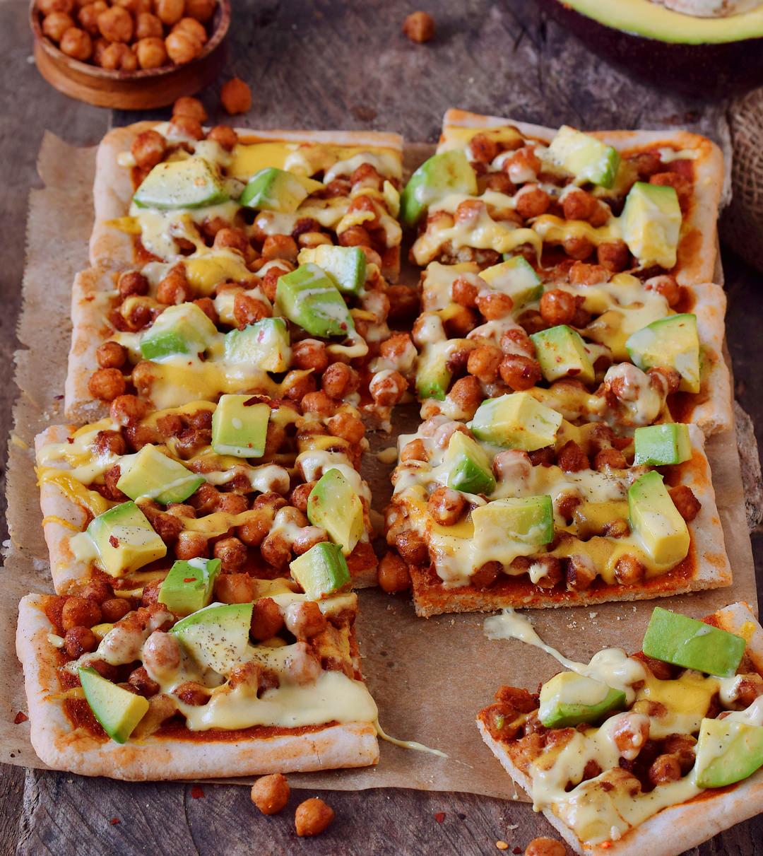Pizza Kichererbsen Avocado Rezept