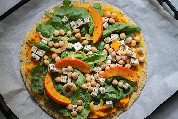 vegane Pizza KIchererbsen Kürbis