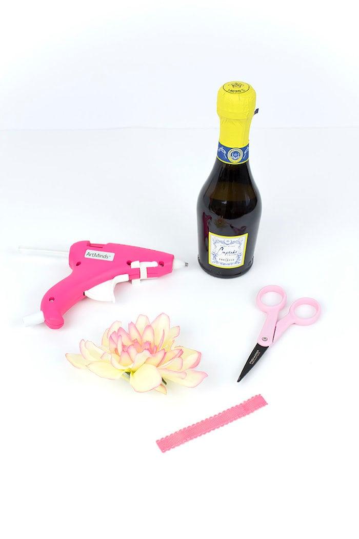 Hochzeitsgeschenke selbstgemacht Sektflasche verzieren Materialien