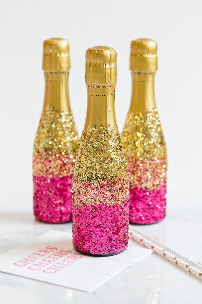 Hochzeitsgeschenke selbstgemacht Sektflaschen verzieren Glitter