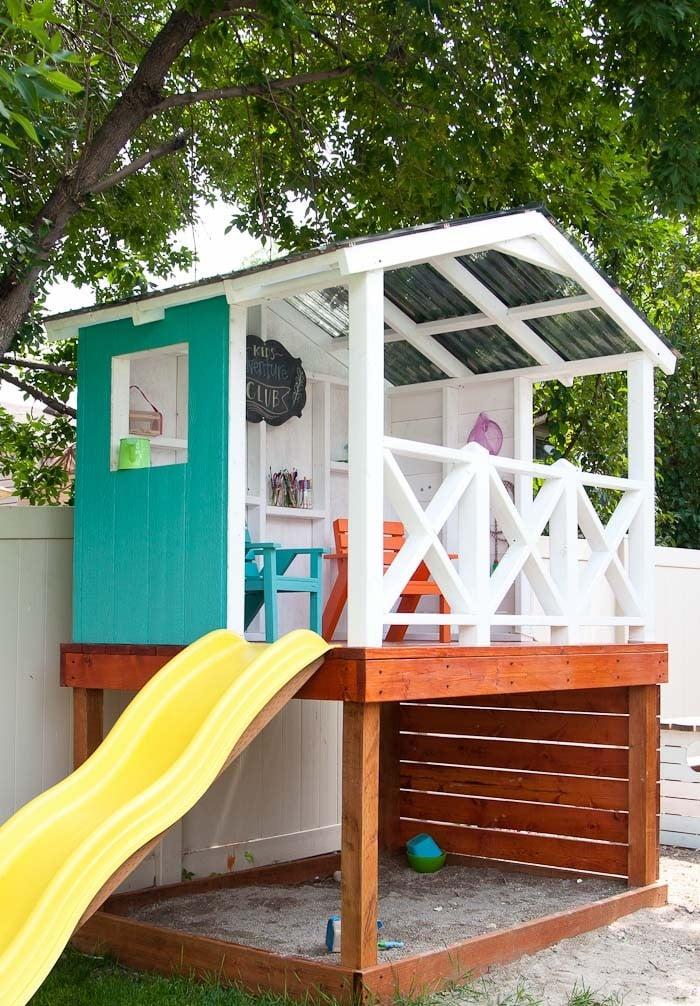 Gartenspielhaus mit Rutsche und Sandkasten