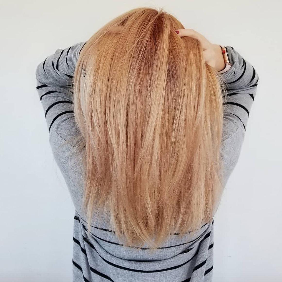 Strawberry Blond - Haarfarbe Ideen für glatte Haare