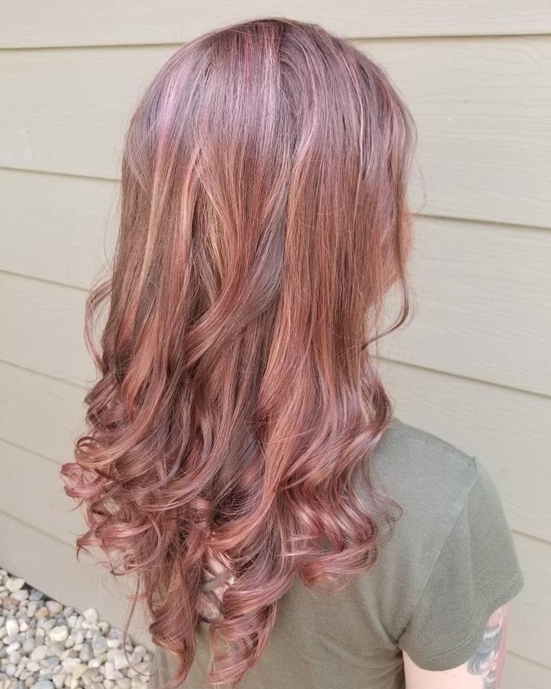 Blonde Haaren haben eine neue trendige Farbe - Erdbeerblond oder Strawberry Blond genannt