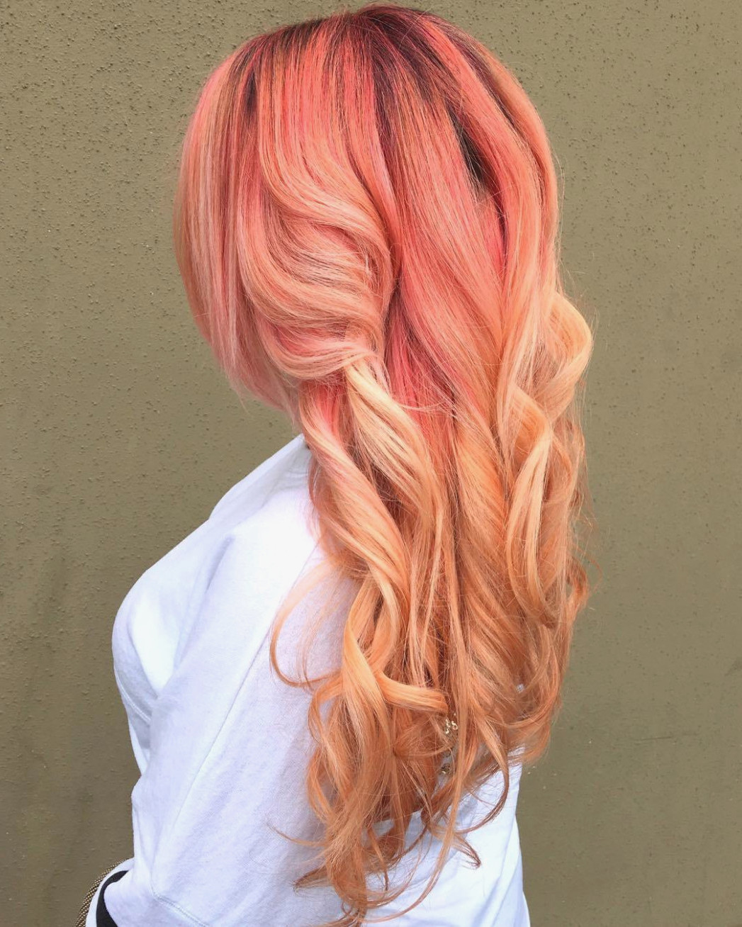 Strawberry Blond Haarfarbe - Ombré Ideen mit roten Highlights