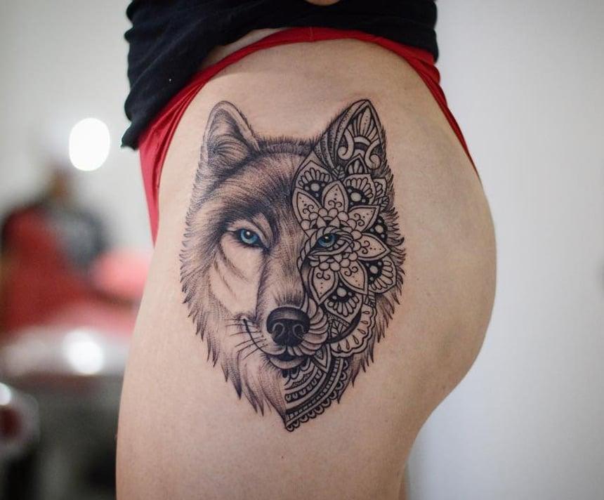 Wolf Tattoo Hüfte Frau