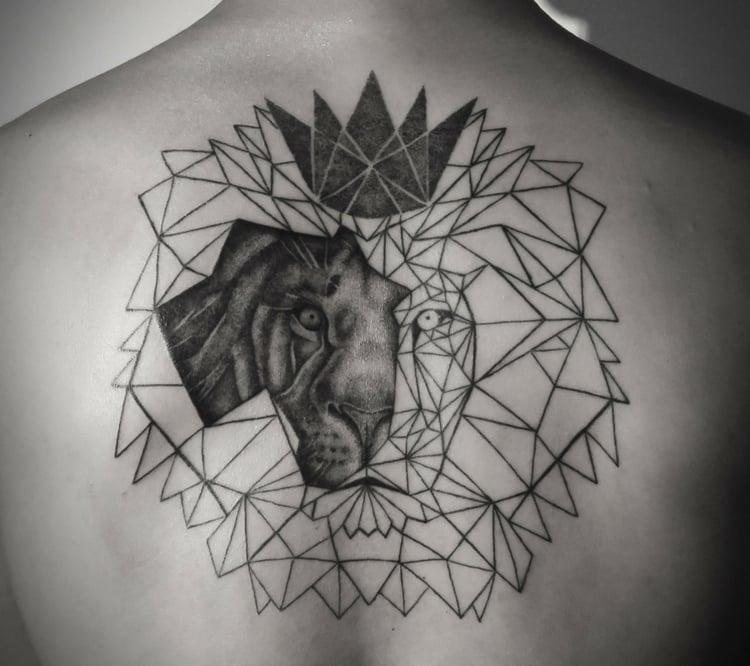 Löwen Tattoo mit geometrischen Motiven kombinieren