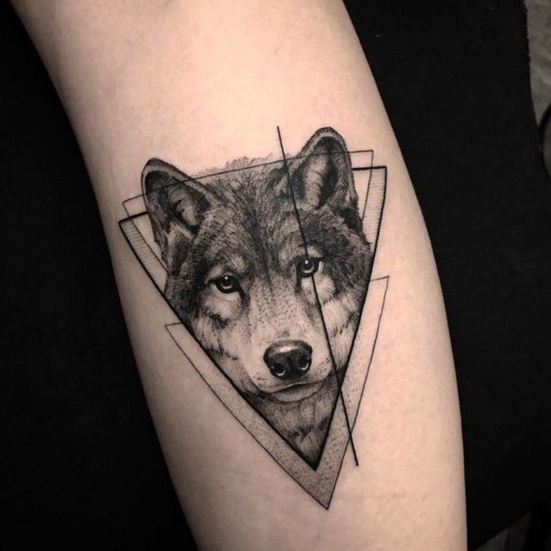 Wolf Tattoo geometrische Motive super stilvoll