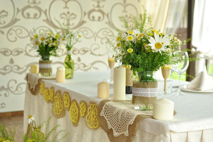 Party Deko Blumen tolle Tischdecke