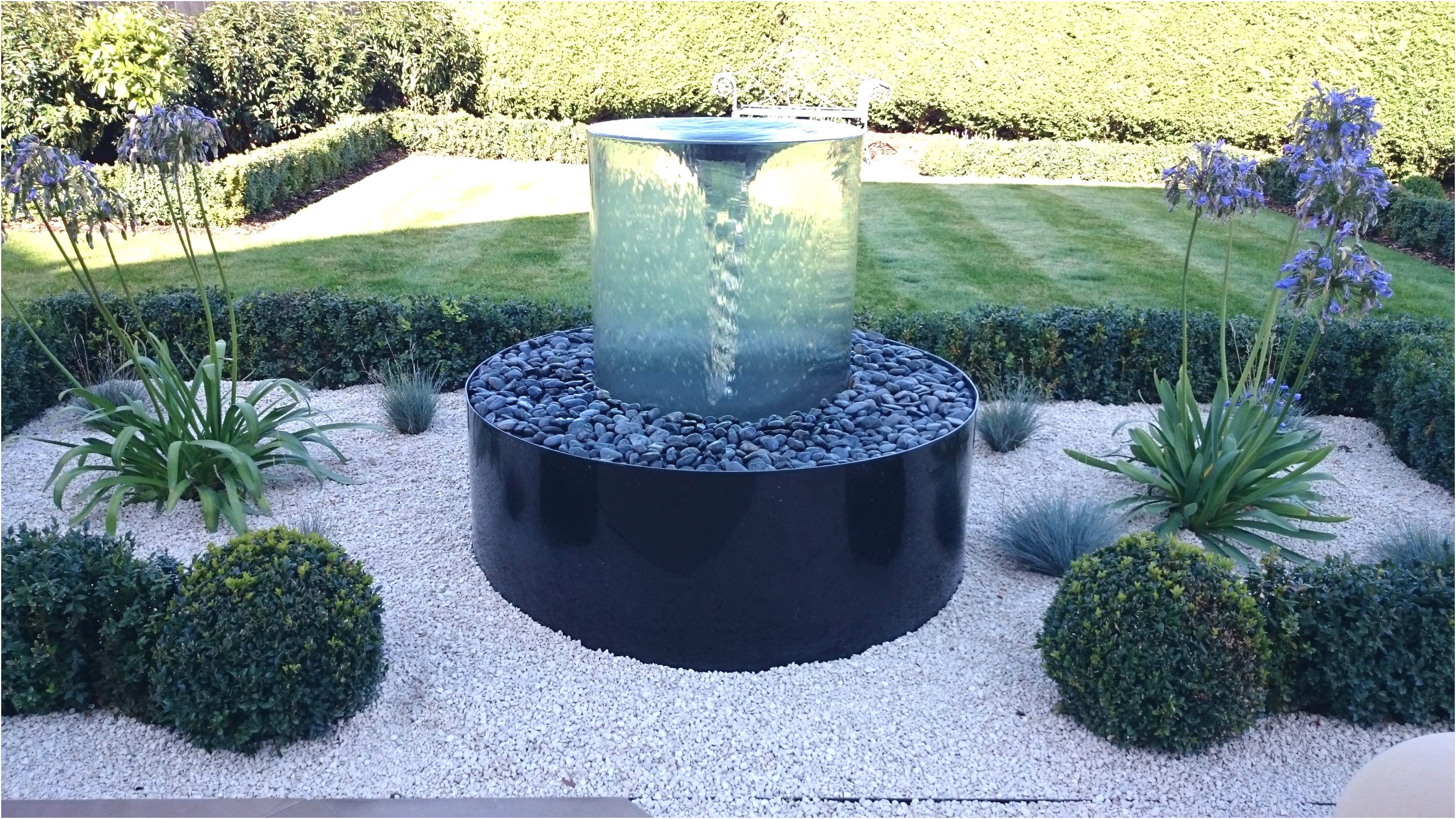 Vorgarten mit Brunnen originell