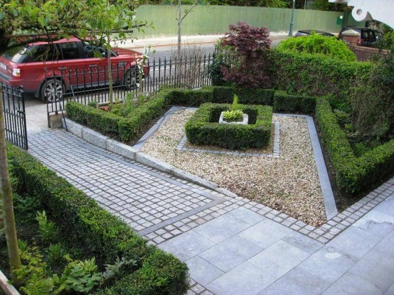 Vorgartengestaltung immergrüne Hecke