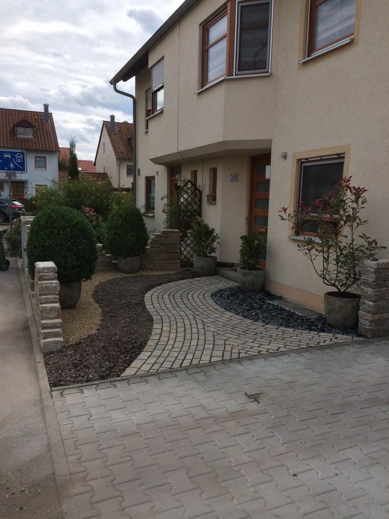 Vorgartengestaltung Kies Buchsbaum minimalistisch