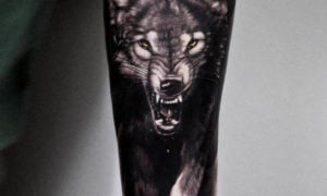 Wolf Tattoo knurrend 3D origineller Look