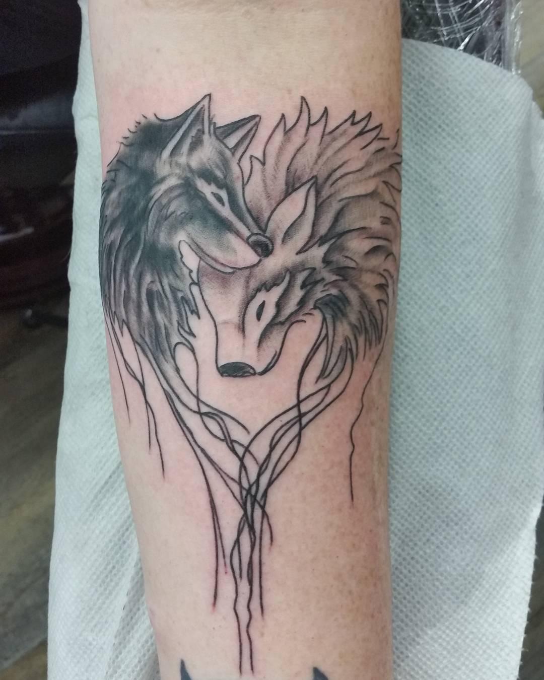 Wolf Tattoo romantischer Look