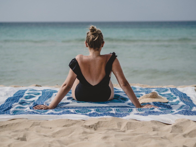 Decke Strand in der Sonne liegen