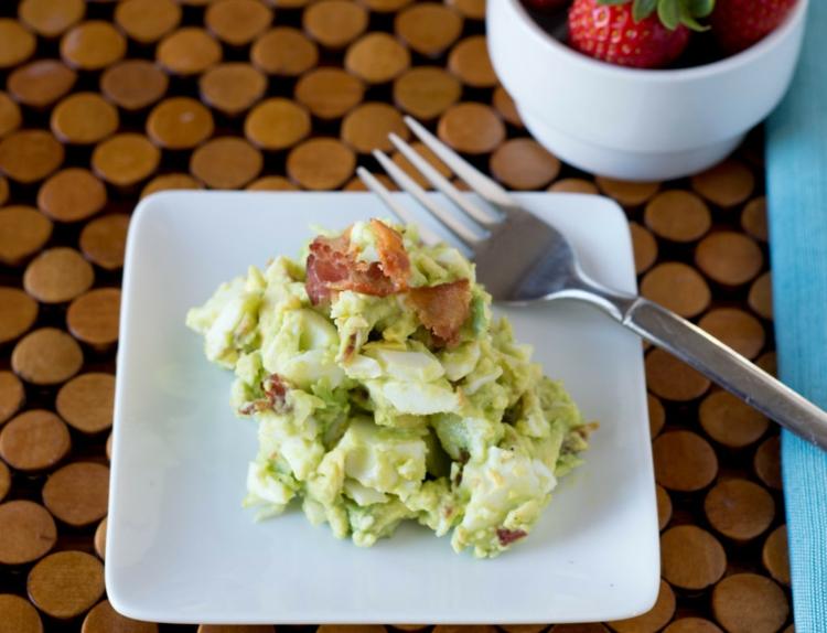 schmackhafter Eiersalat mit Avocado Rezept