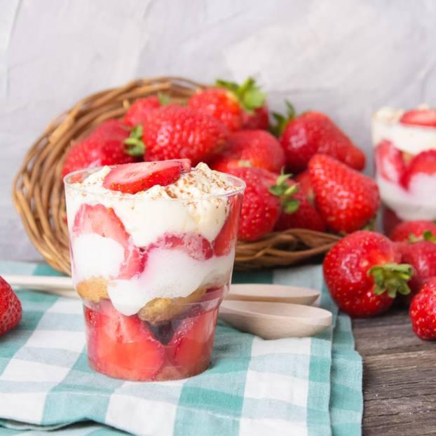 unglaublich leckeres Erdbeer-Tiramisu im Glas