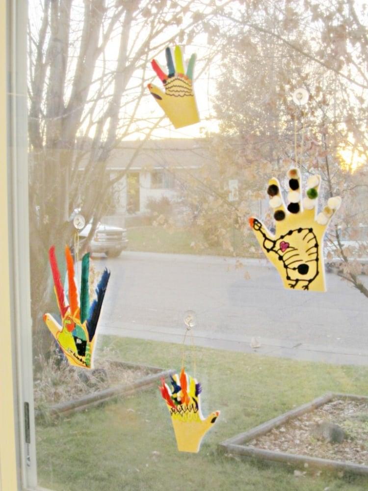 Fensterdeko Frühling Handabdrücke Kinder