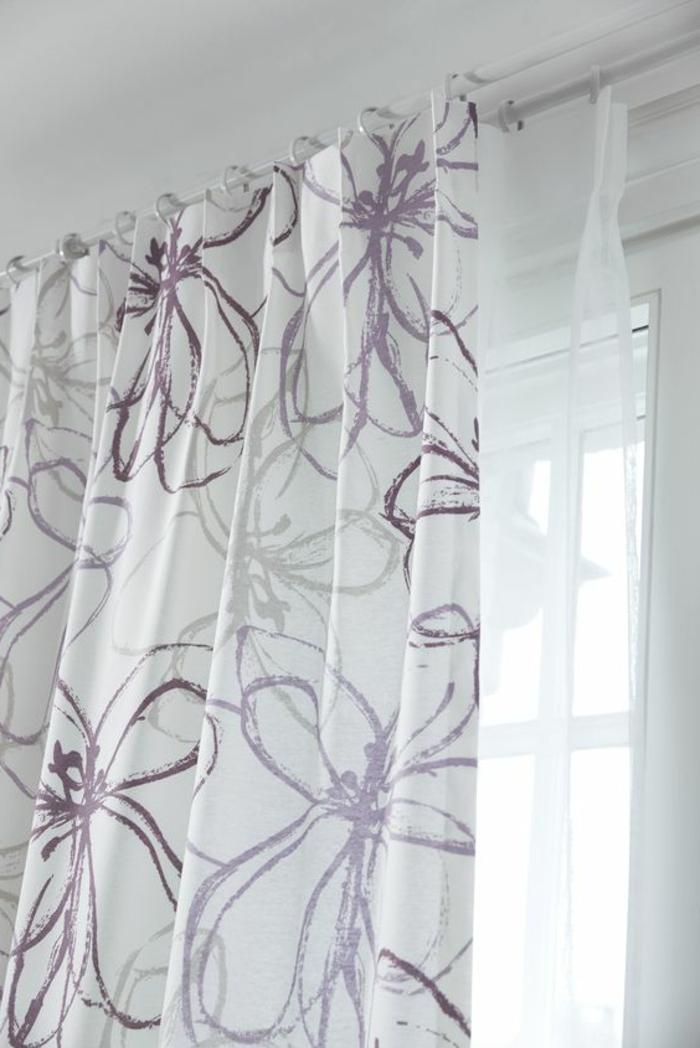 Vorhänge mit floralen Motiven
