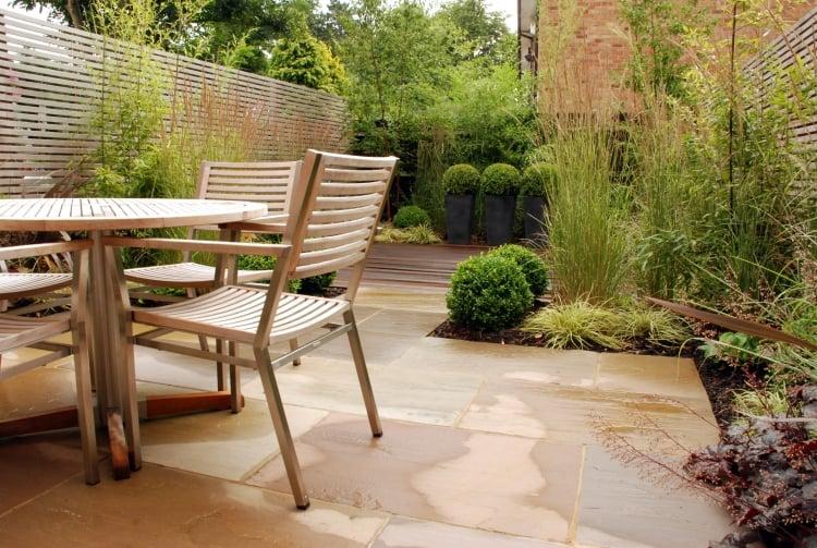 Gartengestaltung modern für Sitzmöglichkeiten sorgen