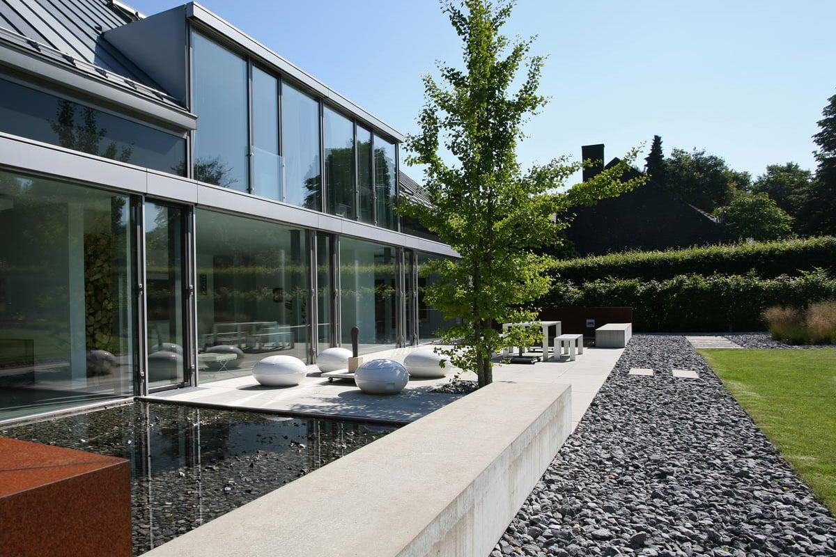 Gartengestaltung modern Wege Kies Teich