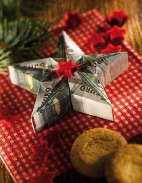 Weihnachtsstern aus Geldscheinen falten