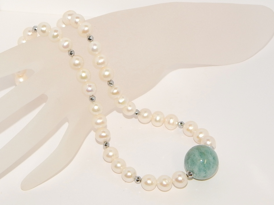 elegante Halskette mit Perlen und Aquamarin