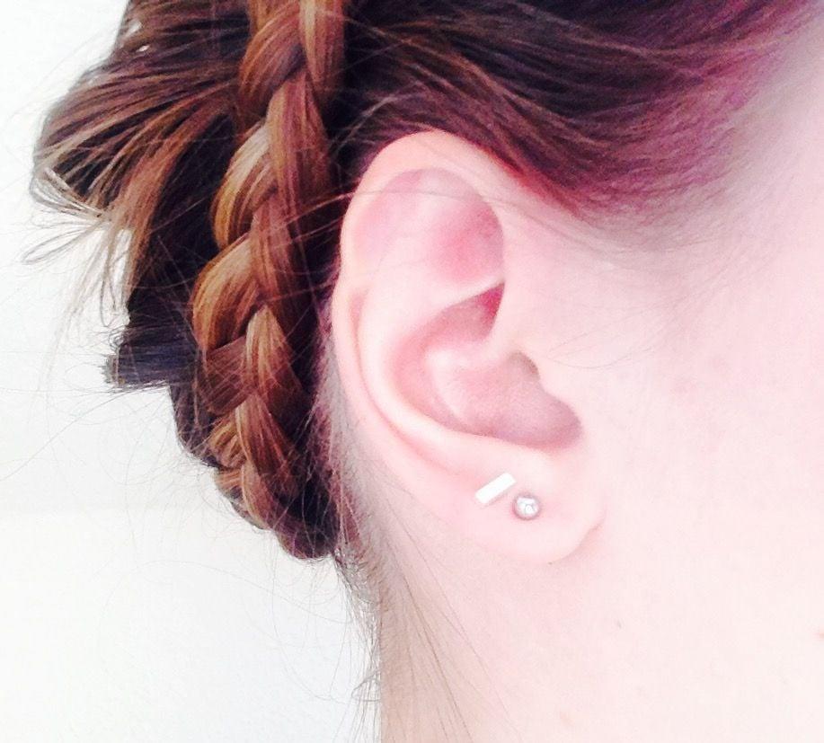 Piercing High Lobe sich zwei Ohrlöcher stechen lassen