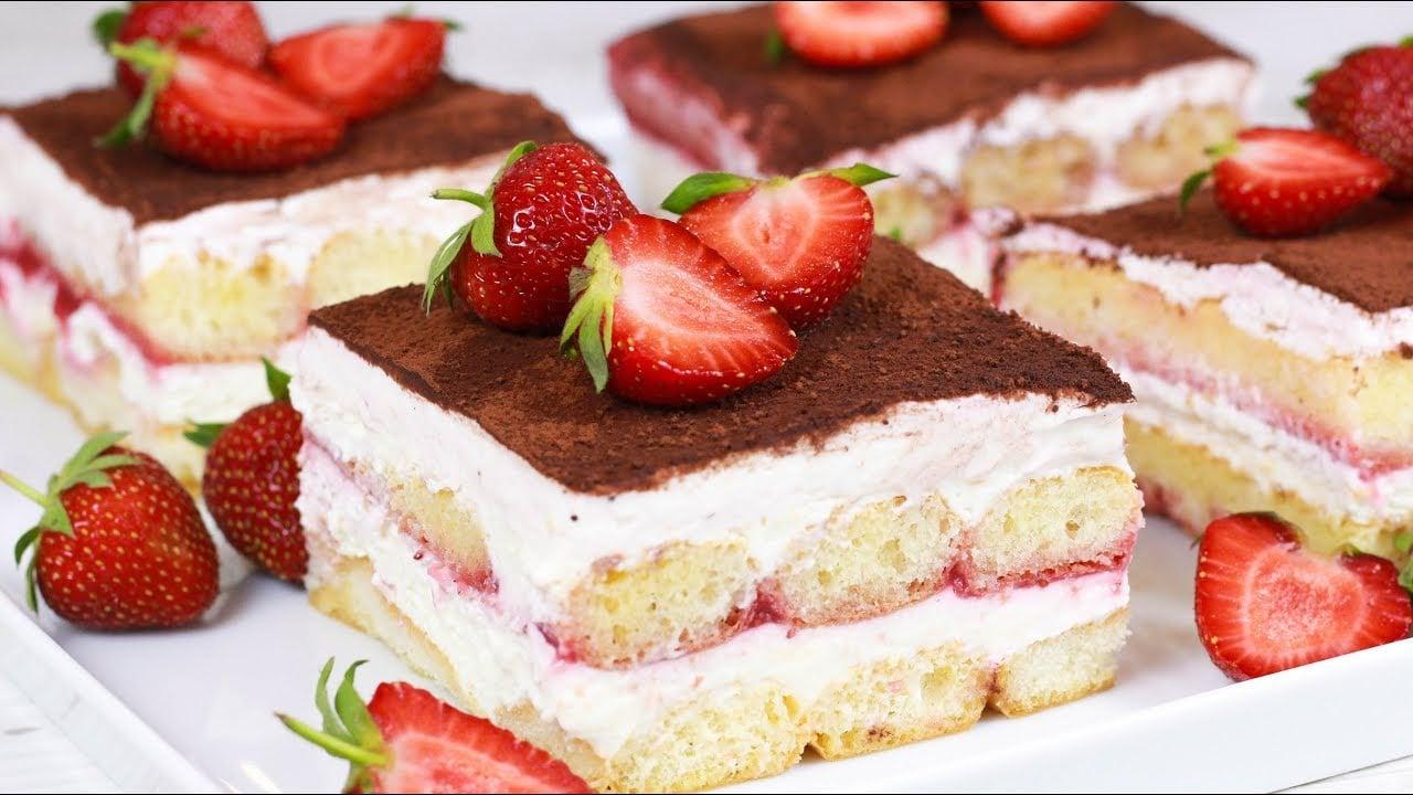 Erdbeer-Tiramisu mit Kakaopulver Serviervorschlag