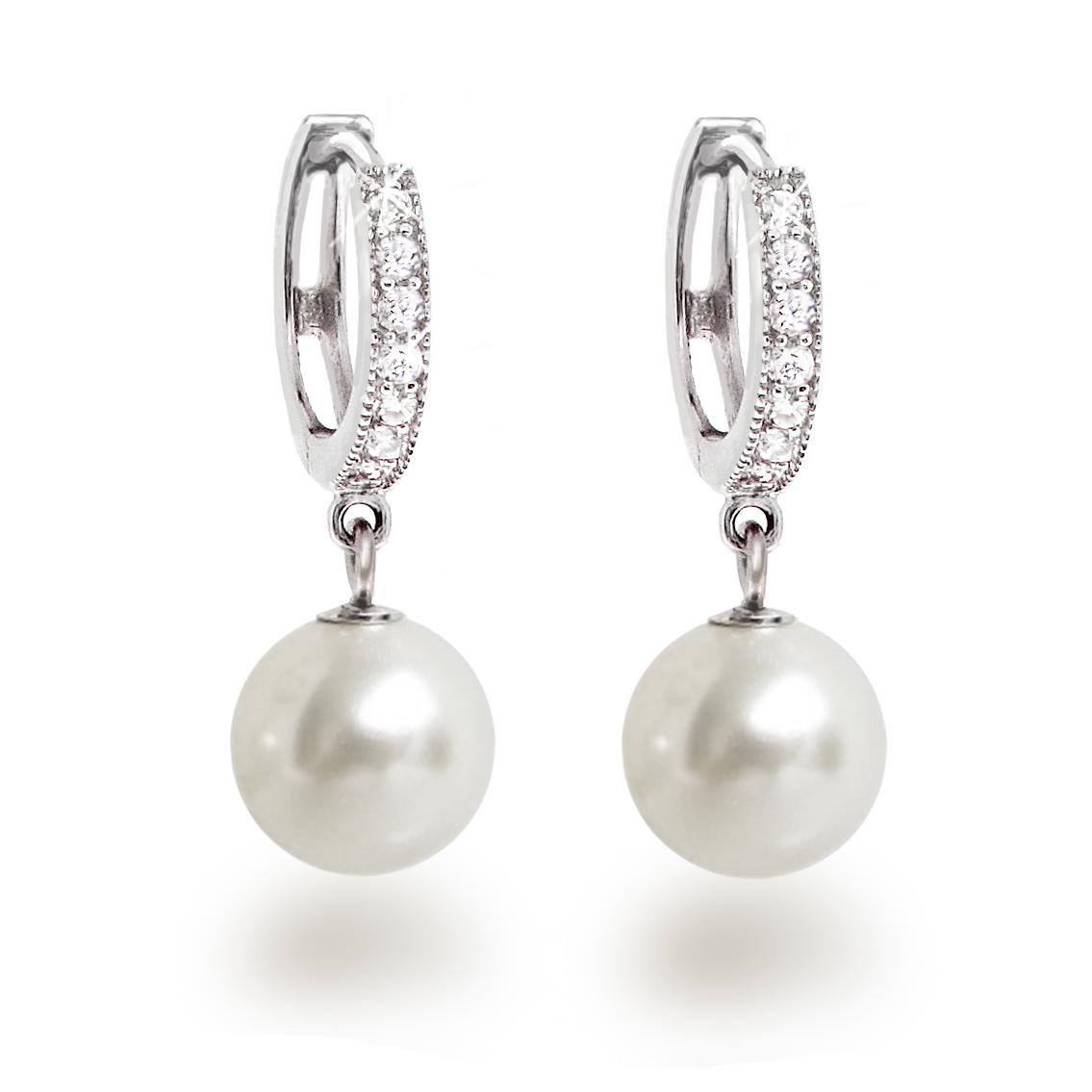 stilvolle Ohrringe mit Perlen