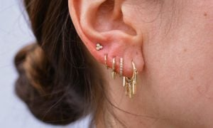Piercing Ohrläppchen fünf Löcher Frau