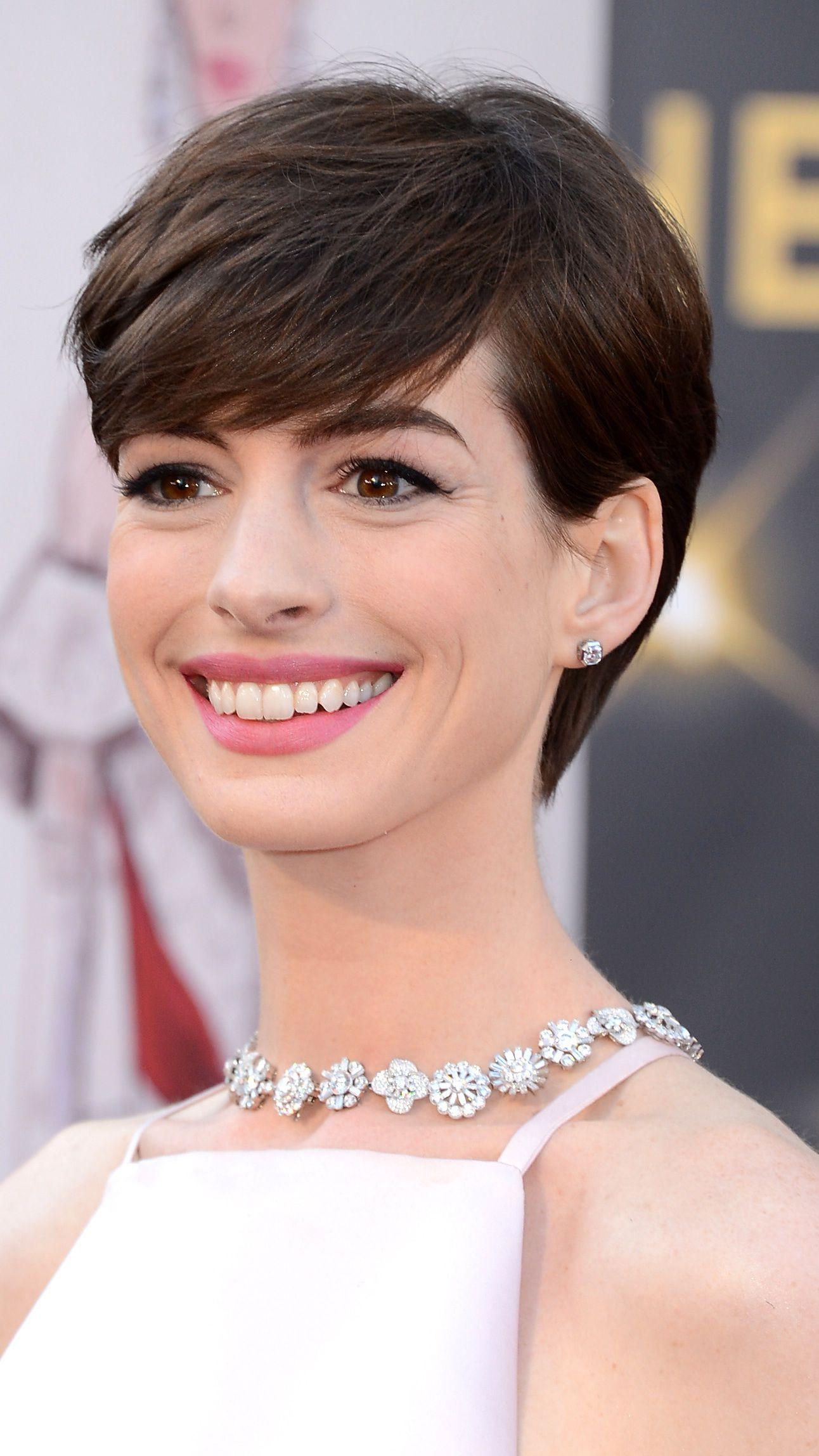 Pixie Cut Anne Hathaway