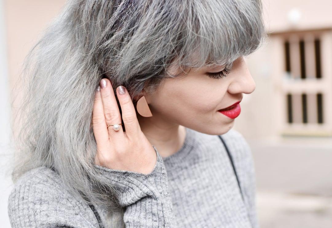 minimalistische Schmuckstücke tragen herrlicher Look
