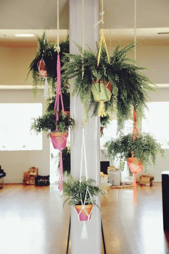 Blumentöpfe aufhängen gemütliche Atmosphäre schaffen