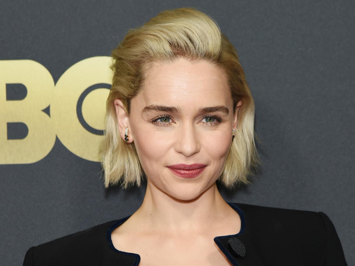 Bob-Frisur nach hinten gekämmt Emilia Clarke