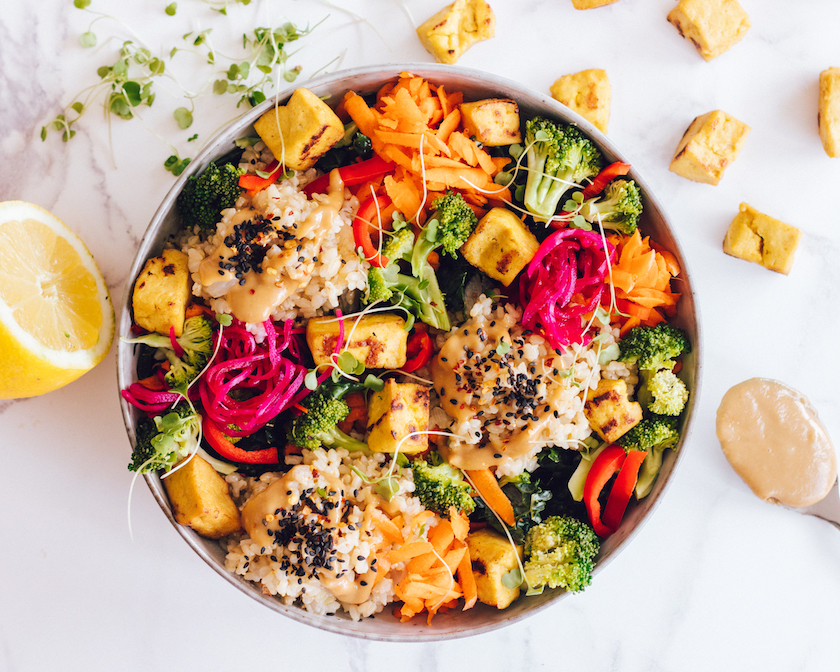 Buddha Bowl Rezepte Tofu Reis und Gemüse