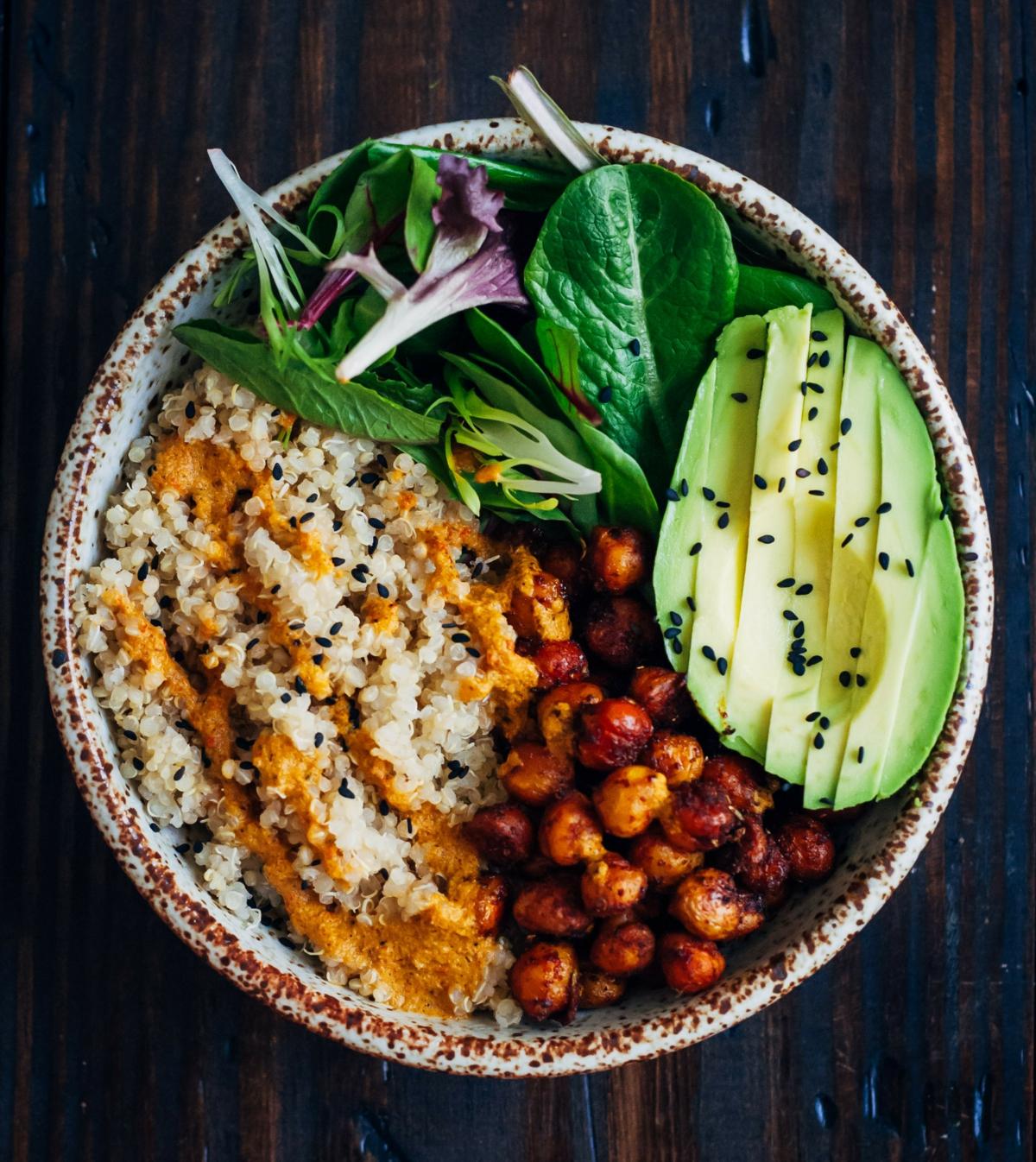 Frühstücksbowl Kichererbsen Avocado vegetarisch