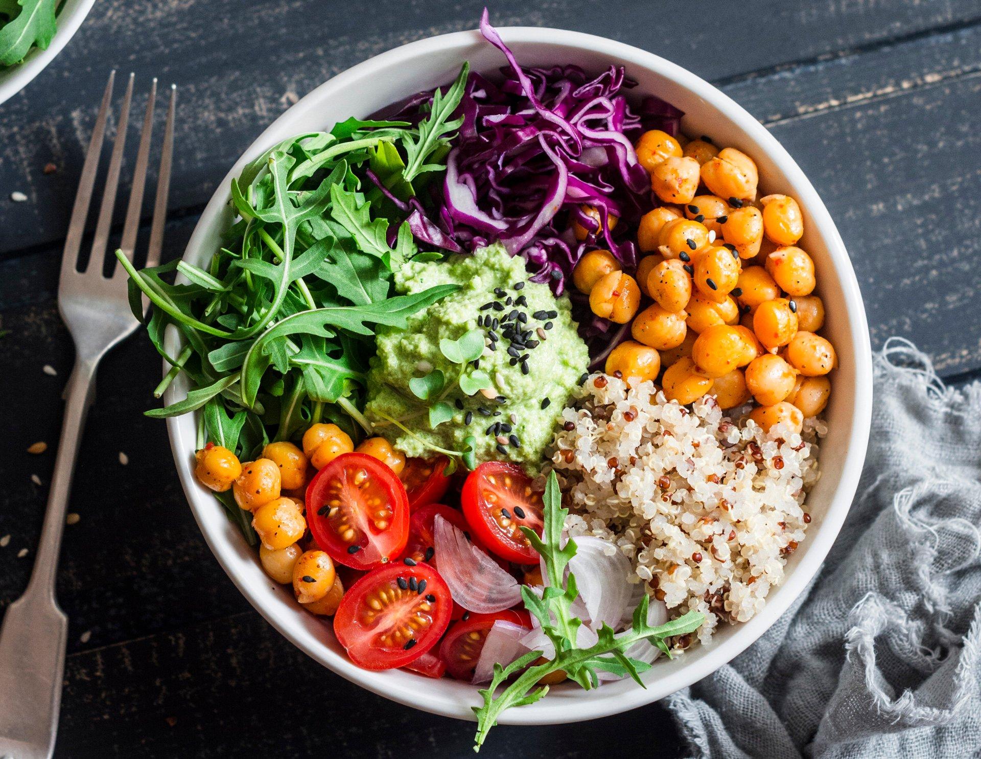 vegetarische Buddha Bowl Kichererbsen Reis Gemüse