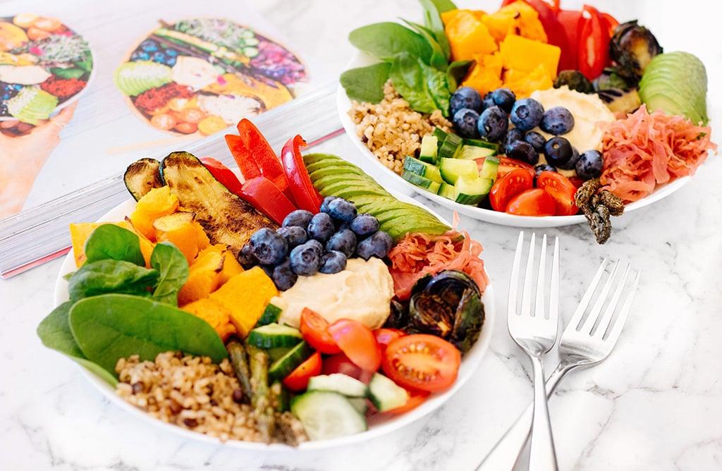 Schüssel mit frischen Früchten und Gemüse