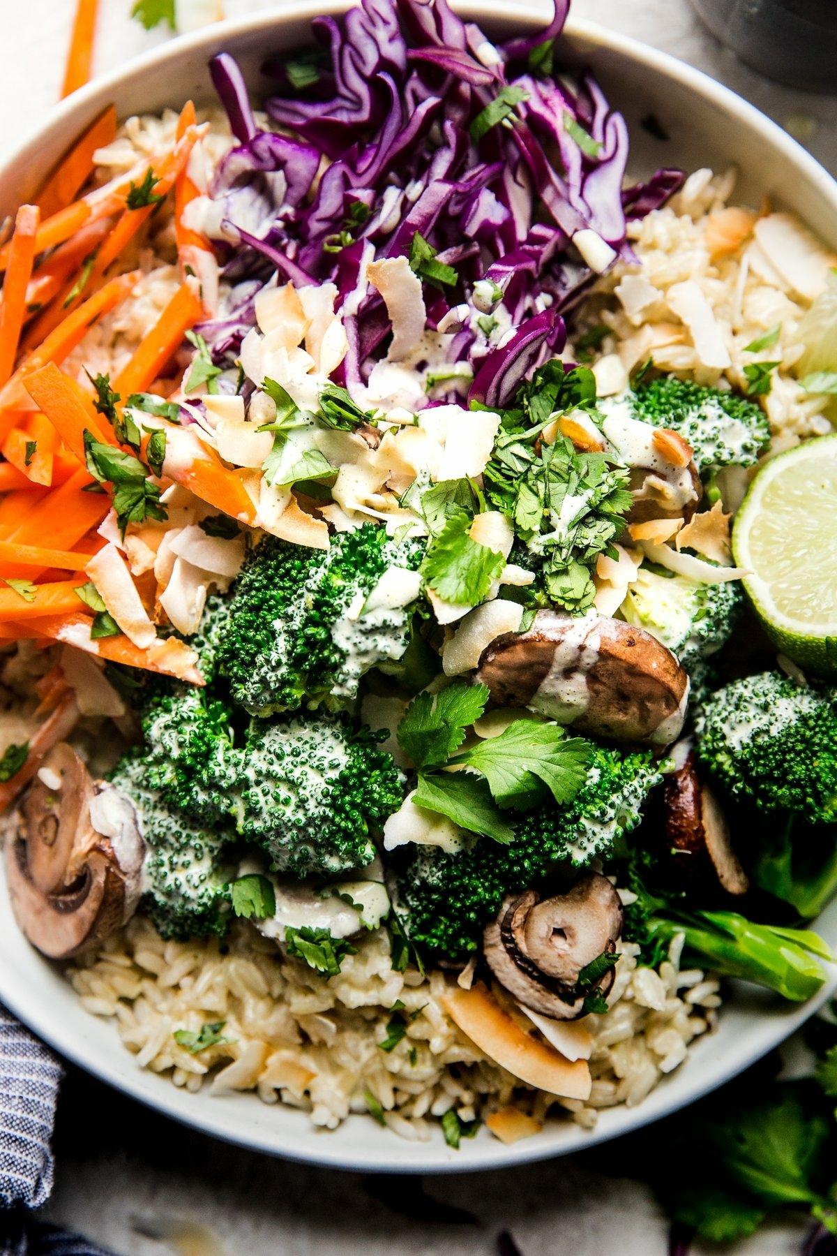 Schüsseö vegetarisch frisches Gemüse Dip