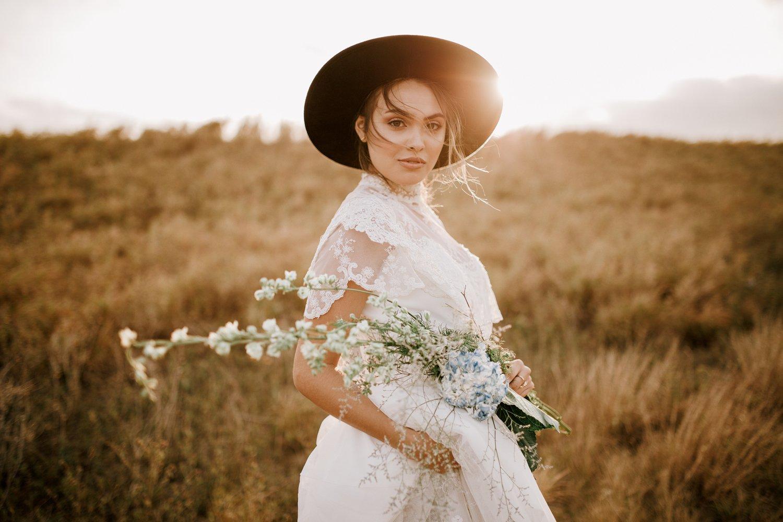 lässige Brautkleider Country Stil Fedora Hut