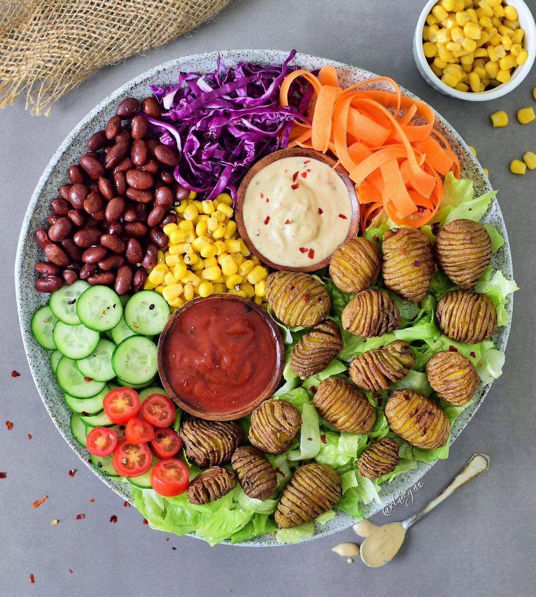 vegetarische Buddha Bowl mit leckeren Dips
