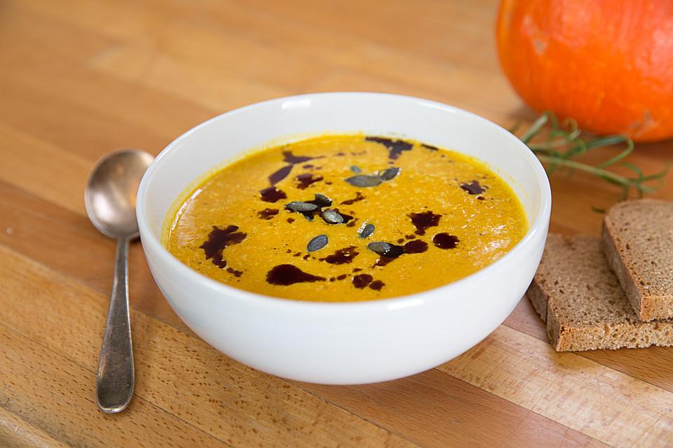 cremige Gemüsesuppe mit Kürbiskernöl
