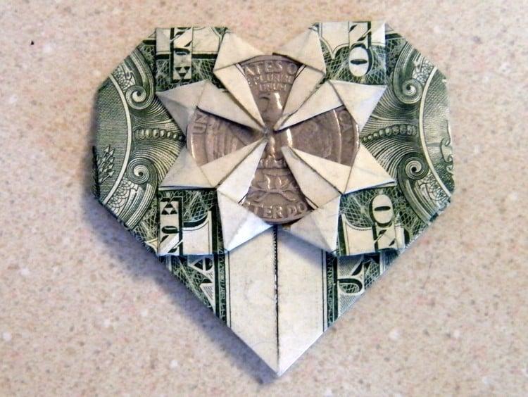 Herz basteln mit Münze Origami
