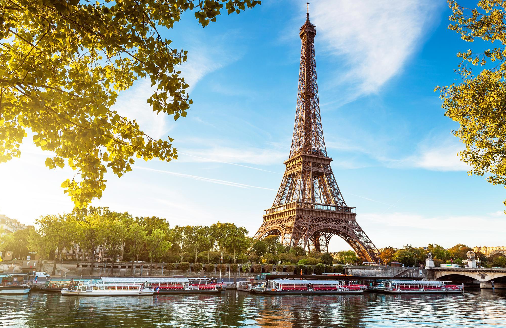 den berühmten Eiffelturm besichtigen
