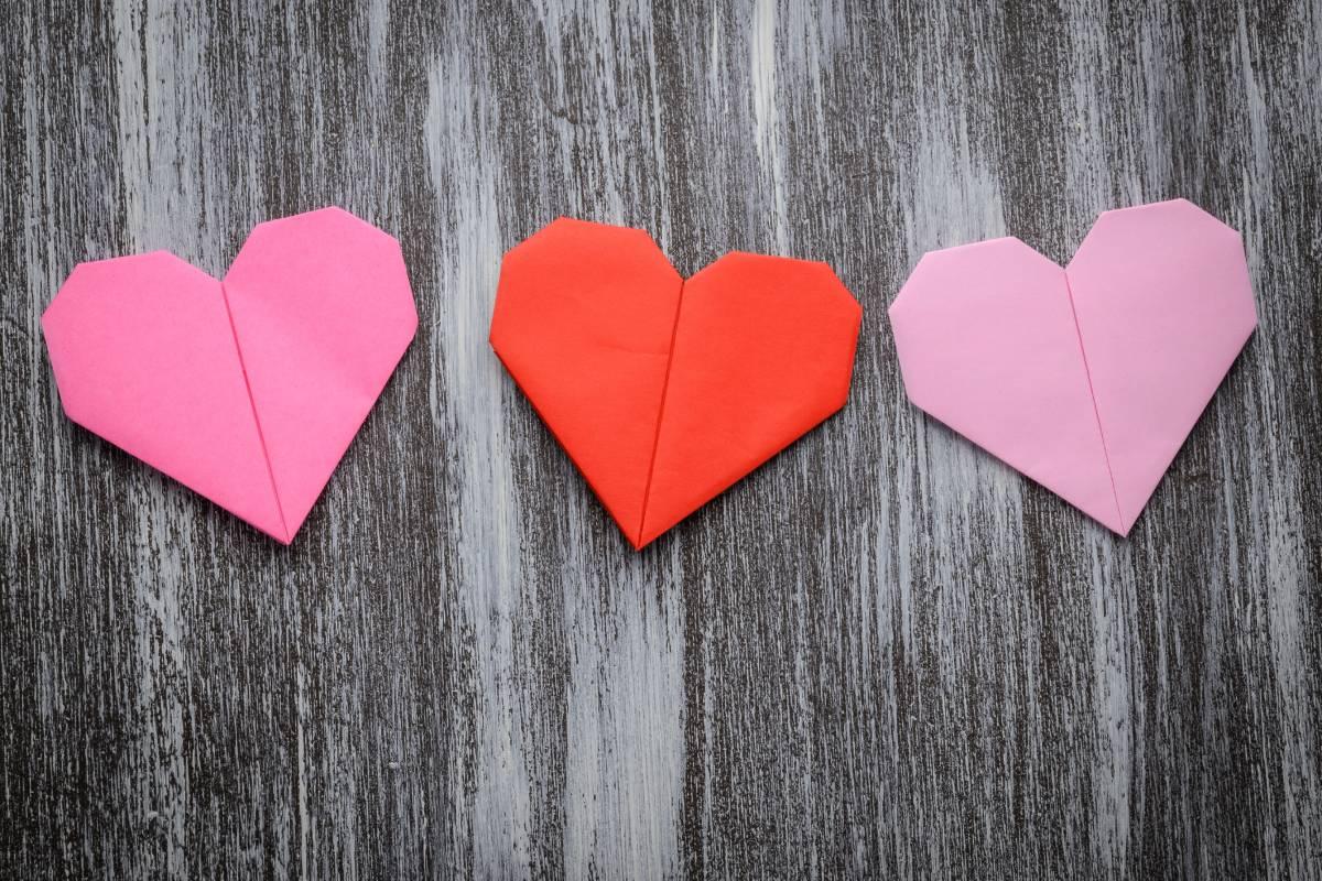 Lesezeichen basteln Herzen ausführliche Anleitung