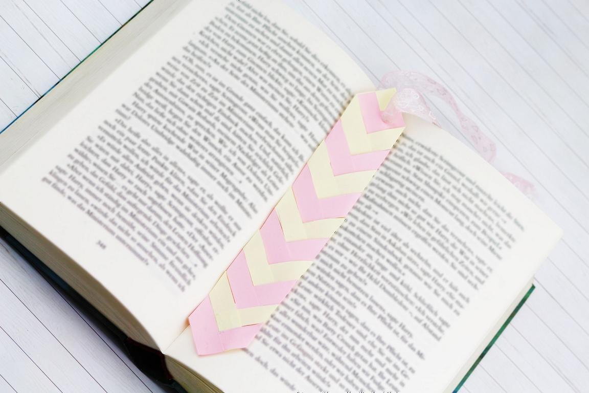 Lesezeichen basteln Krawatte Papierstreifen