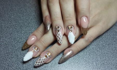 Muschelnails in Weiß und Golden super moderner Look