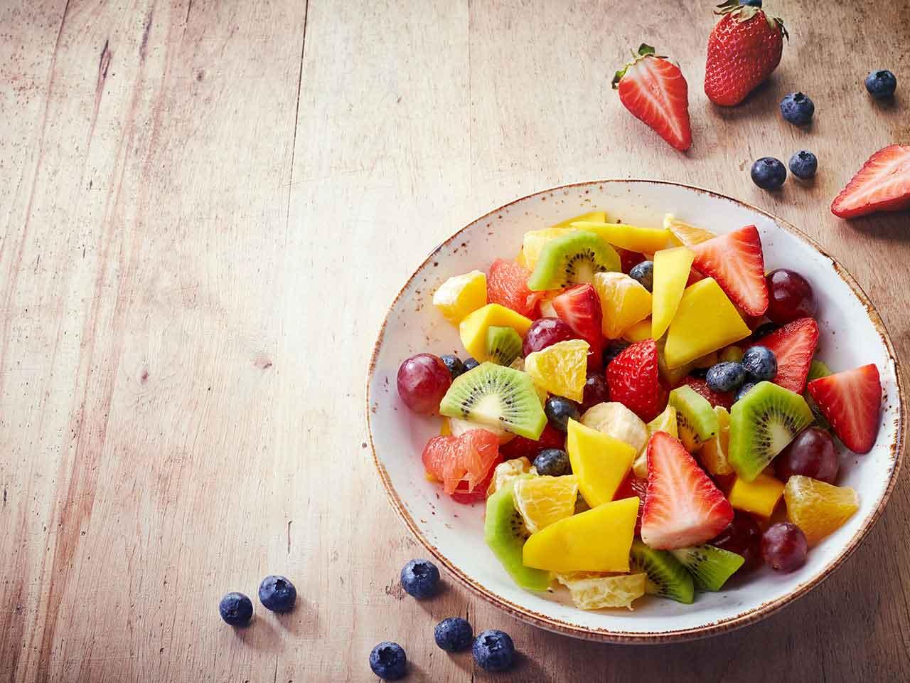 abnehmen gesunde Ernährung Obstsalat