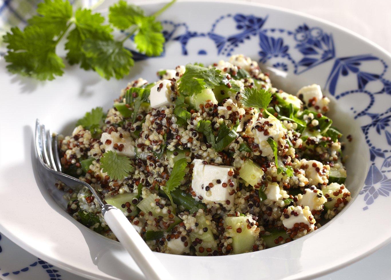 Quinoasalat mit Feta Käse schmackhaft gesund